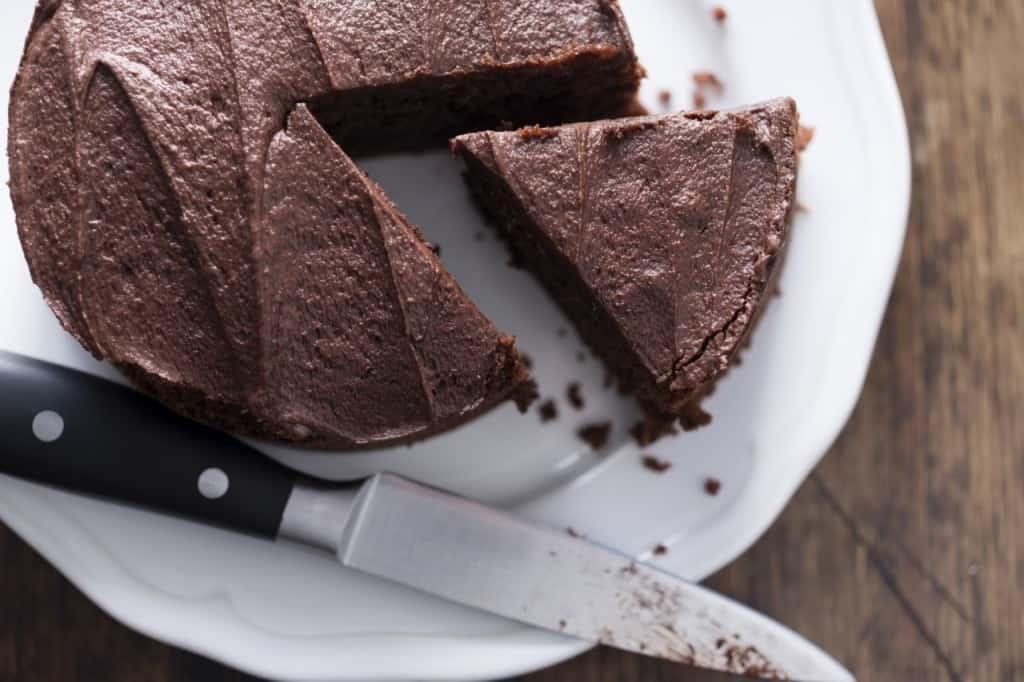 """עוגת שוקולד טבעונית (צילום יח""""צ יערית)"""