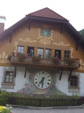שעון קוקיה ענק (צילום דני בר)