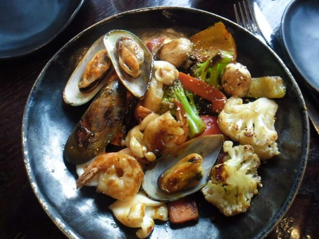 טפיניאקי פירות ים (צילום דני בר)