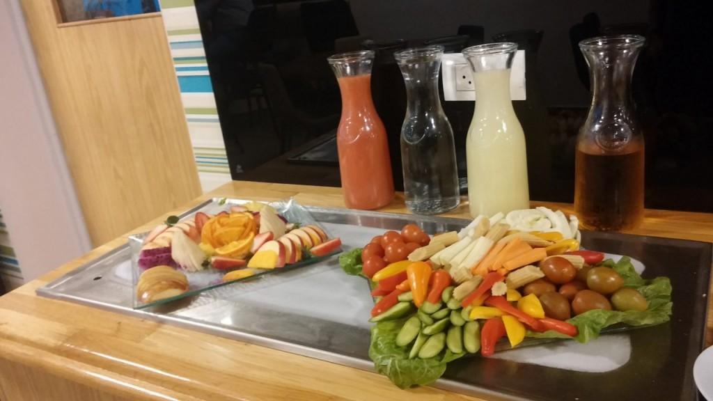 מזנון פירות וירקות טריים בארקדיה טאואר (צילום רפי פליישמן)