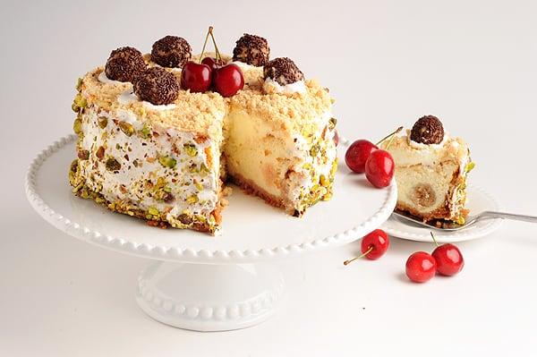 עוגת גבינה מקושטת (צילום וסטיילינג: יולה זובריצקי)