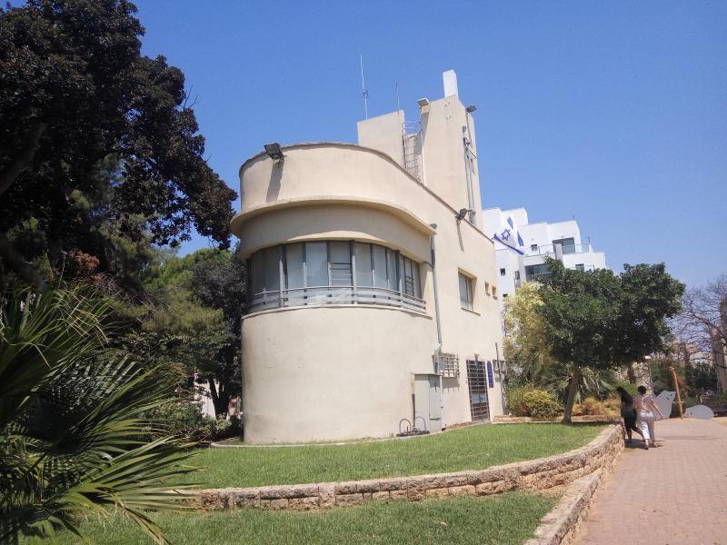 מוזיאון חוסמסה חולון - בית באוהאוס ומורשת עצמאות ישראל (צילום דני בר)