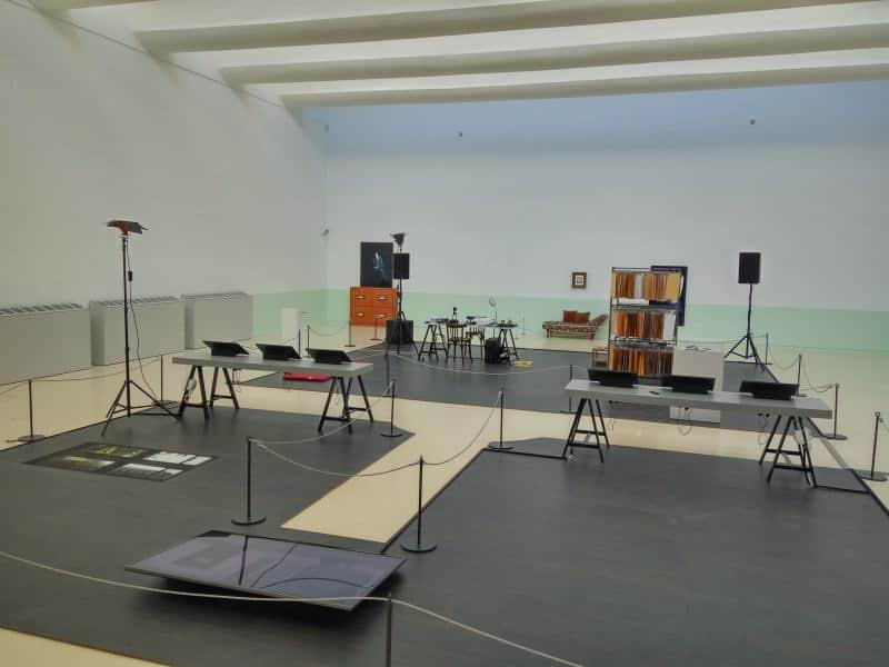 מיכל היימן במוזיאון הרצליה (צילום דני בר)
