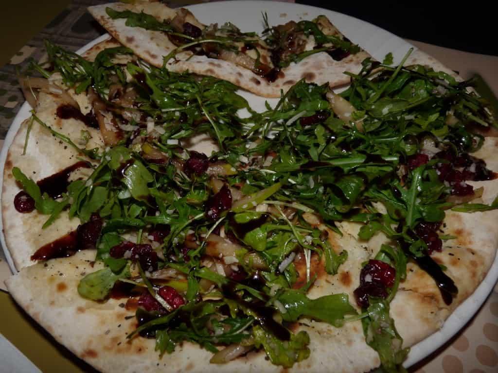 ברוסקטה פיצה (צילום טל שטרן)