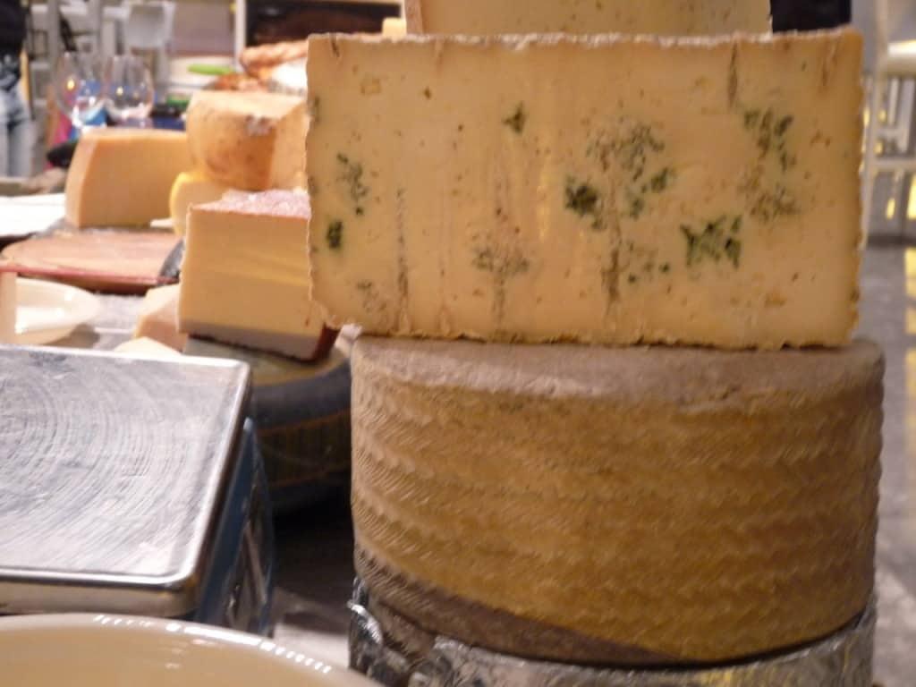 גבינות בהיכל (צילום שרה אוסצקי)
