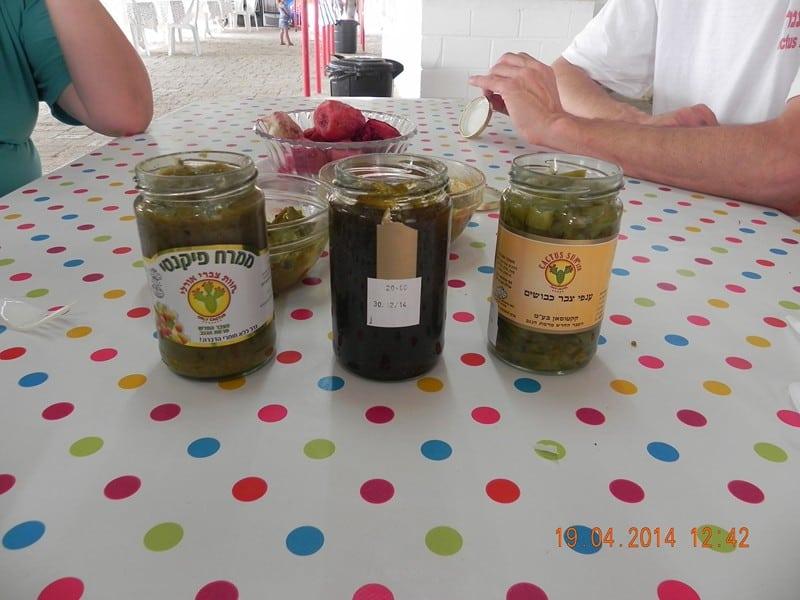 מוצרים המבוססים על פרי ועלי הצבר (צילום צביקה וינטר)