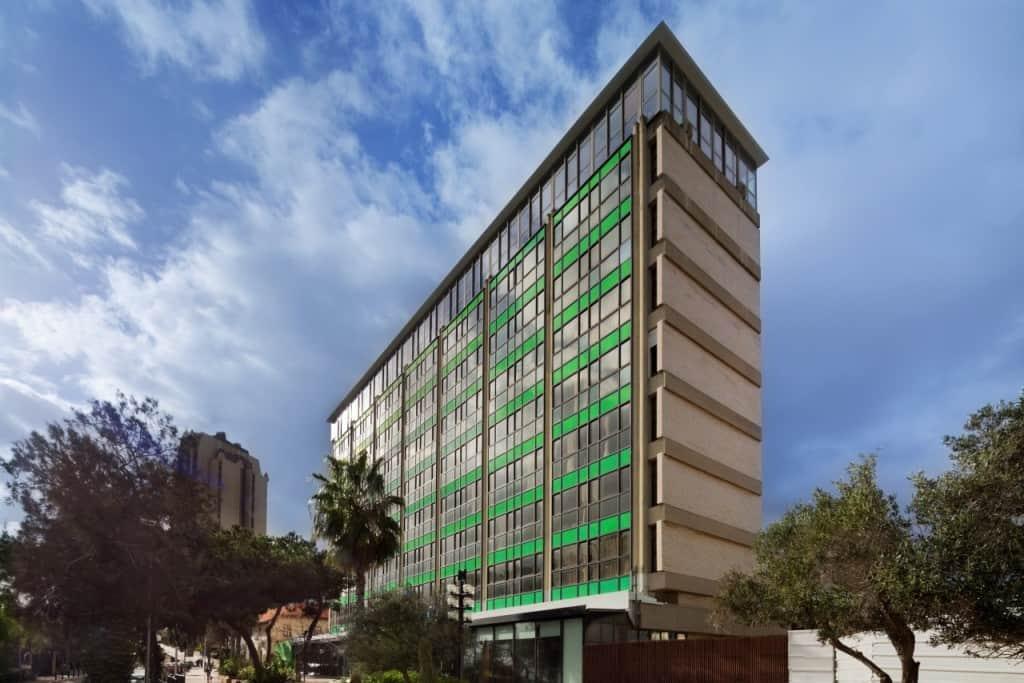 חזית מחודשת למלון (צילום אסף פינצ'וק)