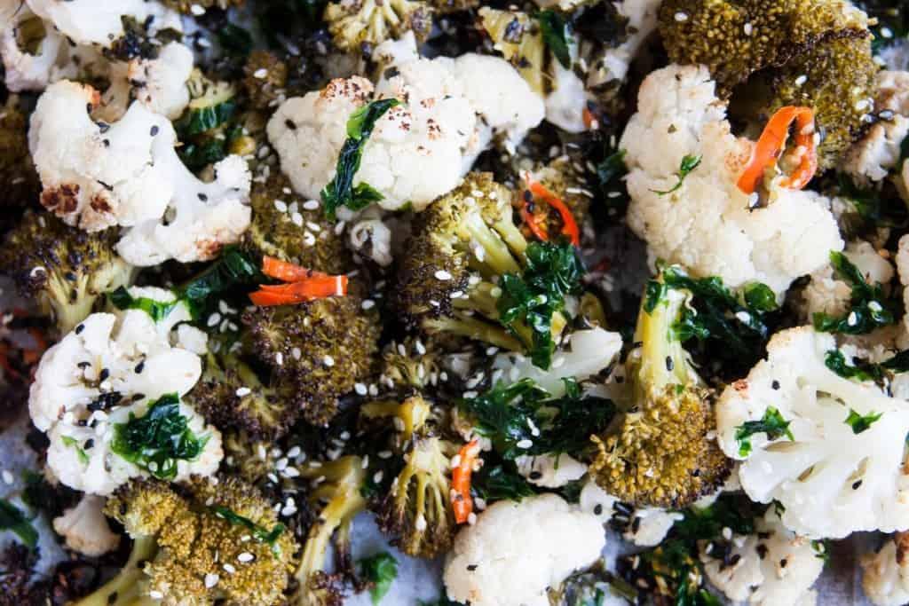 אנטיפסטי אסייתי של כרובית וברוקולי עם אצות טריות ( צילום אורי שביט- טבעוניות נהנות יותר)
