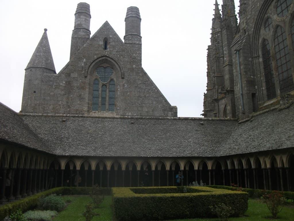 חצר המנזר (צילום דני בר)