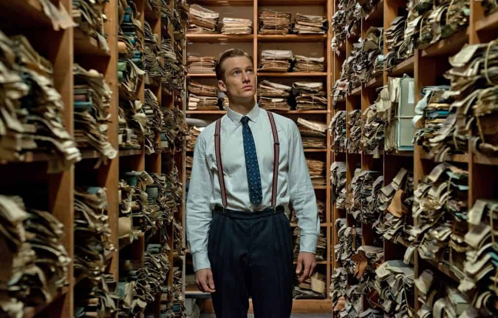 """יוהאן רדמאן בארכיון הנאצי שם נמצאים תיקי הנאשמים שעליו למצוא (צילום יח""""צ חו""""ל)"""
