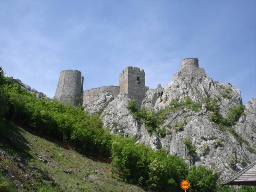 מצודת גולובק בשמורת טבע בשערי הברזל בצד הסרבי (צילום אראלה פלד)