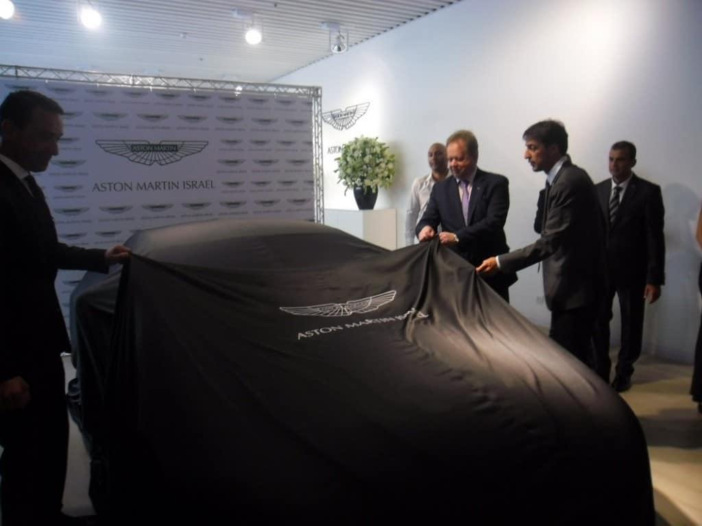 """אסטון מרטין- v12 ואנטג' S  נחשפת ע""""י מנכ""""ל אסטון מרטין העולמי (צילום דני בר)"""