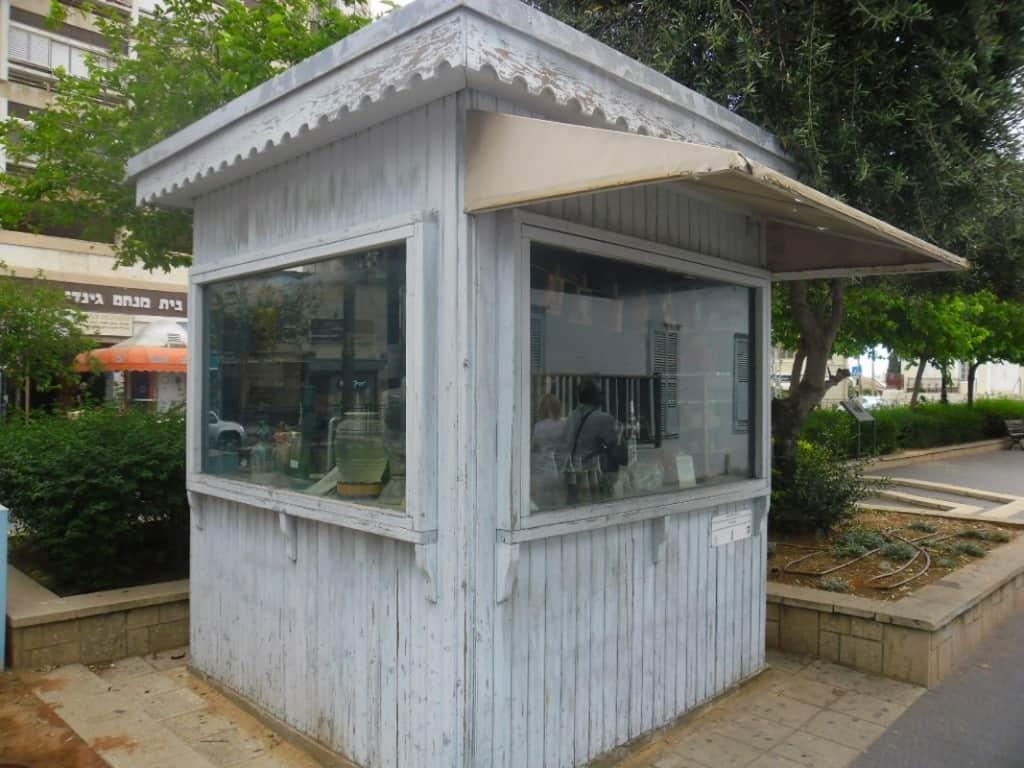 """קיוסק היסטורי ע""""י מוזיאון ראשל""""צ (צילום דני בר)"""