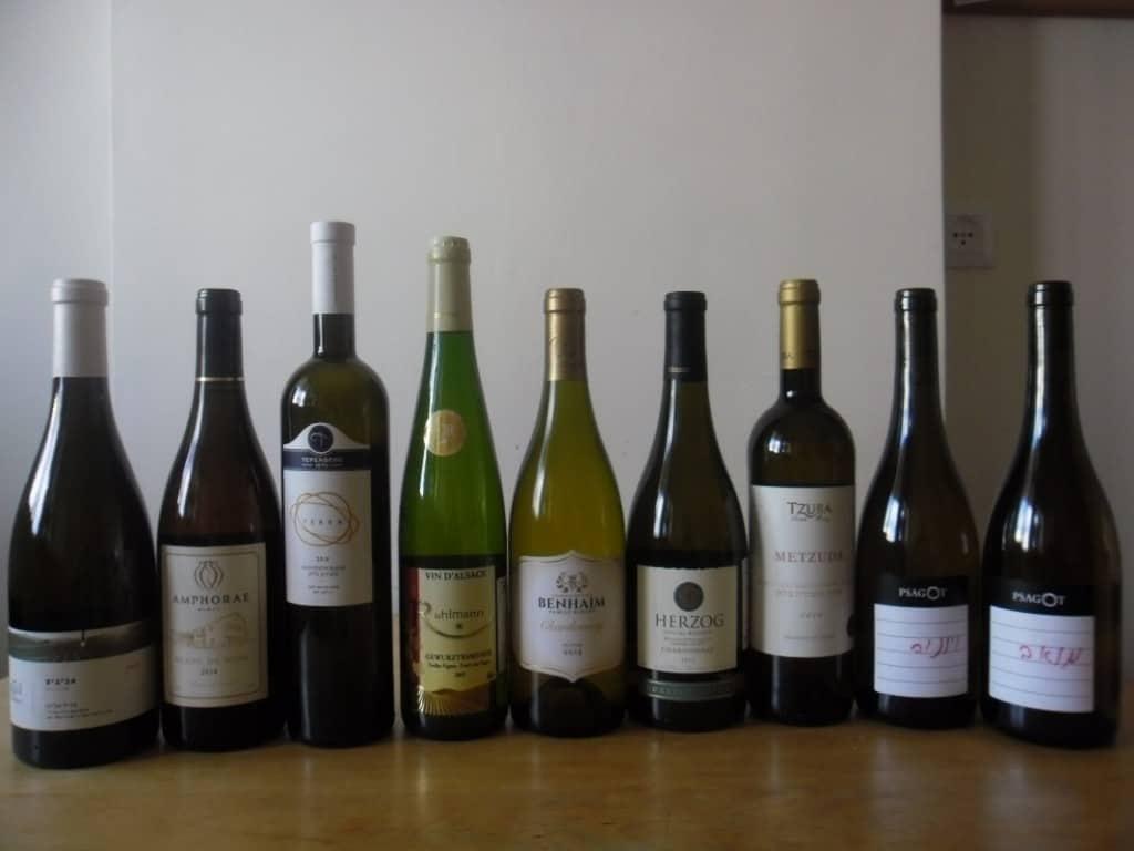 מבחר יינות לבנים (צילום דני בר)