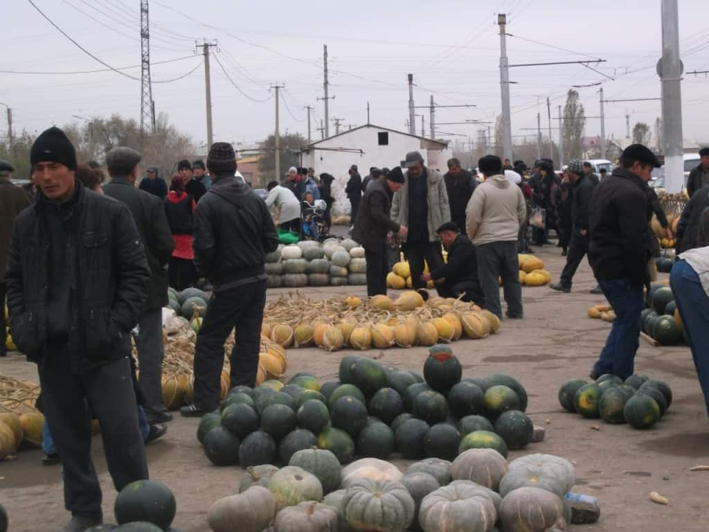 פירות קיץ בשוק באוזבקיסטאן (צילום דני בר)