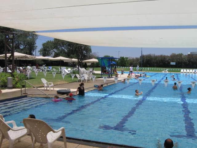הבריכה האולימפית של פסטורל (צילום רפי פליישמן)