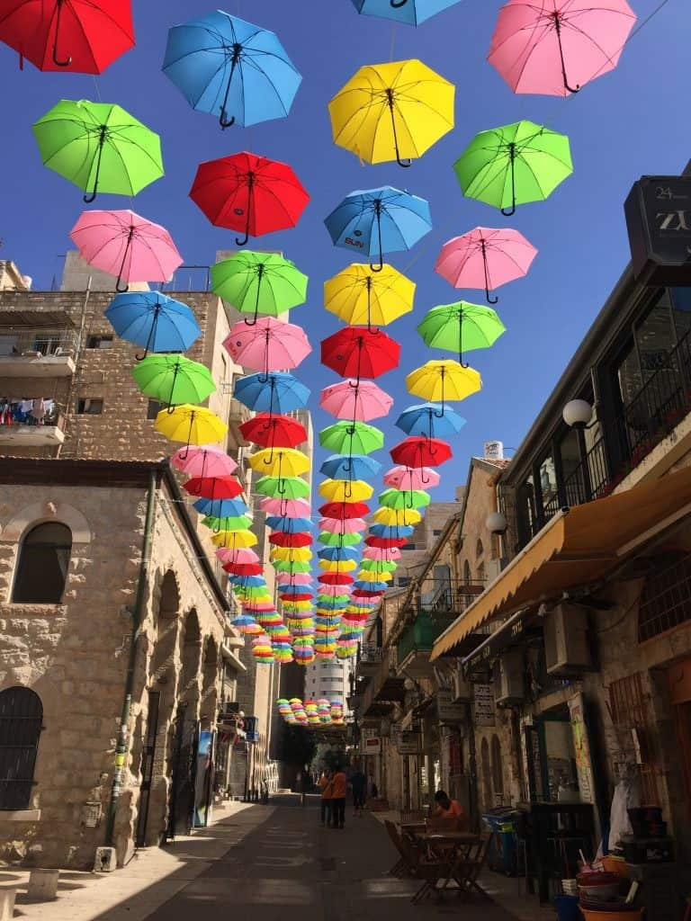 מיצג המטריות מרחוב יואל משה סלומון (צילום סינדי אזולאי)
