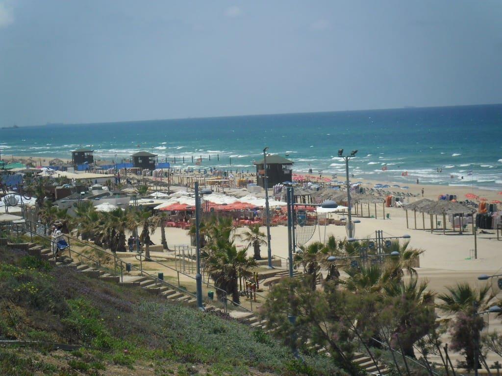 """חוף הים בראשל""""צ (צילום דני בר)"""
