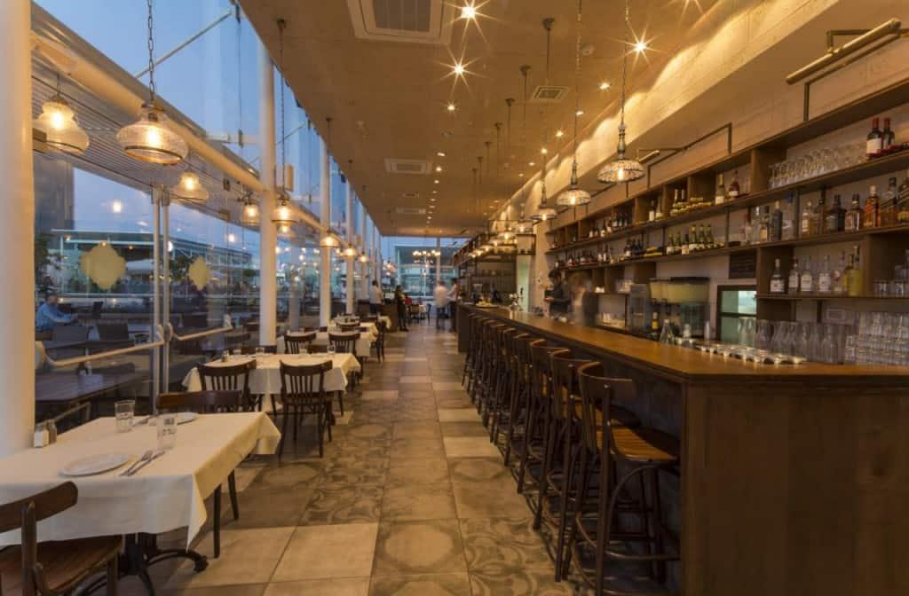 """מסעדת אבו גוש איירפורט סיטי-מראה כללי (צילום יח""""צ)"""