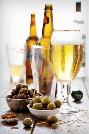 """יין וזיתים (צילום יח""""צ זיתא)"""