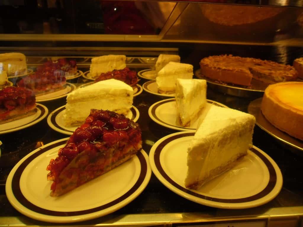 מבחר עוגות בגרמניה (צילום דני בר)