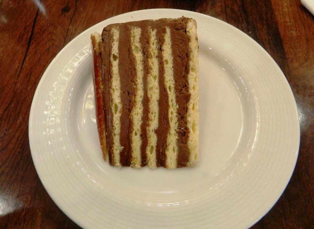 עוגת דובוש הונגרית (צילום אבי אובליגנהרץ)