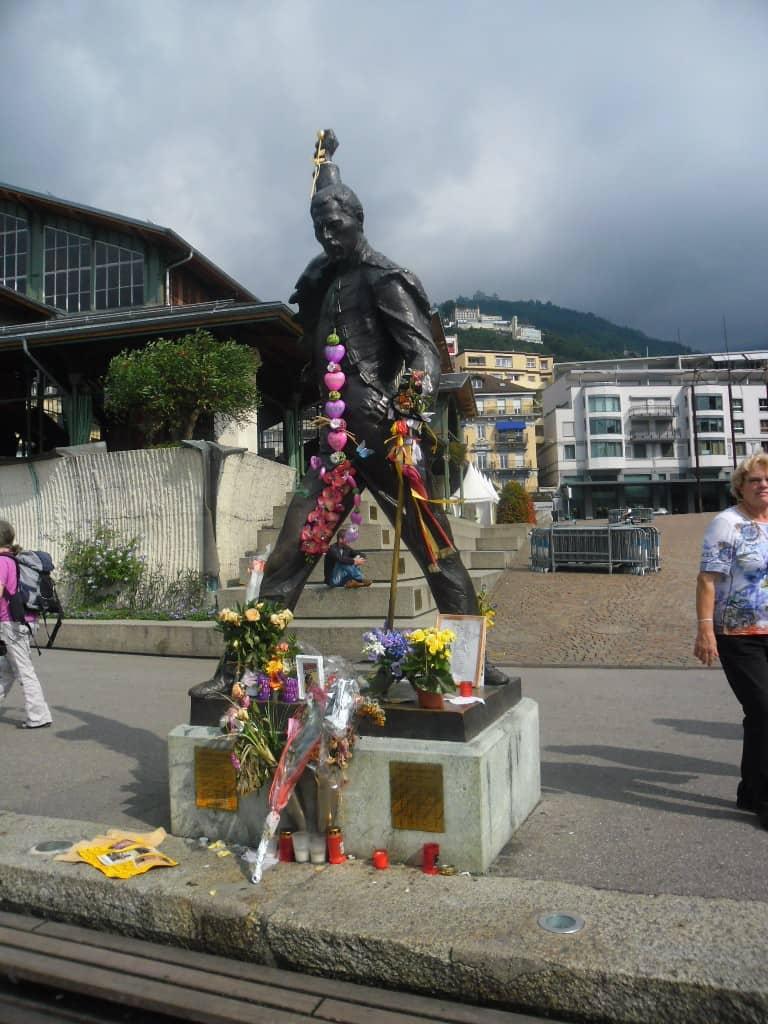 פסלו של פרדי מרקורי במונטרו- מקום עליה לרגל (צילום דני בר)