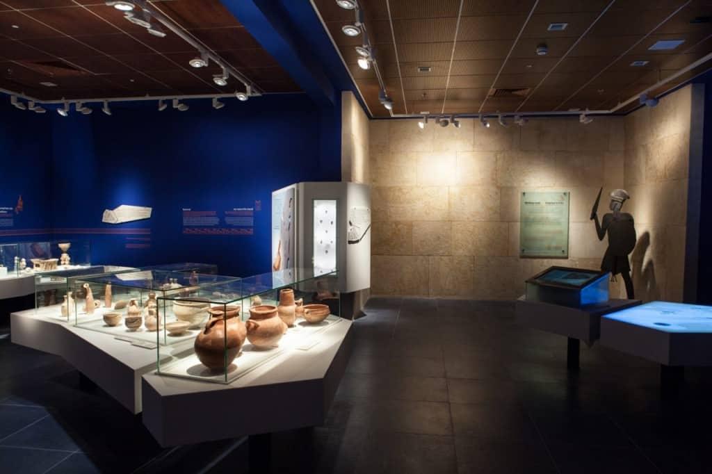 תצוגת קבע עולמם של הפלשתים (צילום אבישי פינקלשטיין