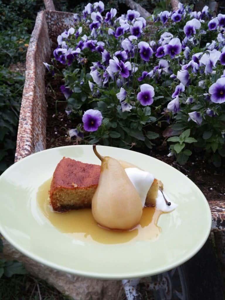הצעת הגשה עוגת שמן זית ומוסקט (צילום אושר אידלמן)
