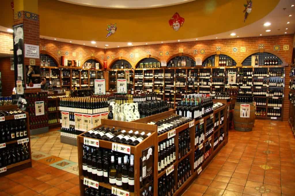 טיב טעם מחלקת יינות (צילום אסף לב)
