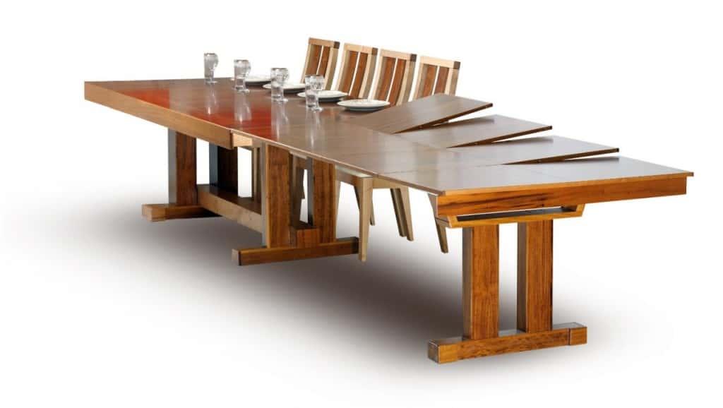 """עץ המשאלות-שולחן לונד-איילנד (צילום יח""""צ)"""
