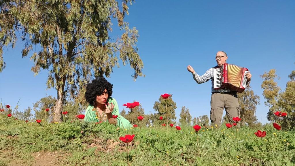 """סיורים מזמרים עם """"שושנה דמארי"""" ויאצק (צילום ליאור אבולעפיה)"""