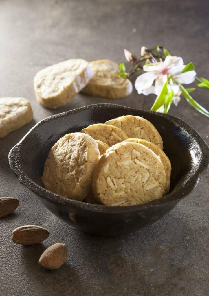 עוגיות שקדים וקינמון (צילום: מנחם גרייבסקי)