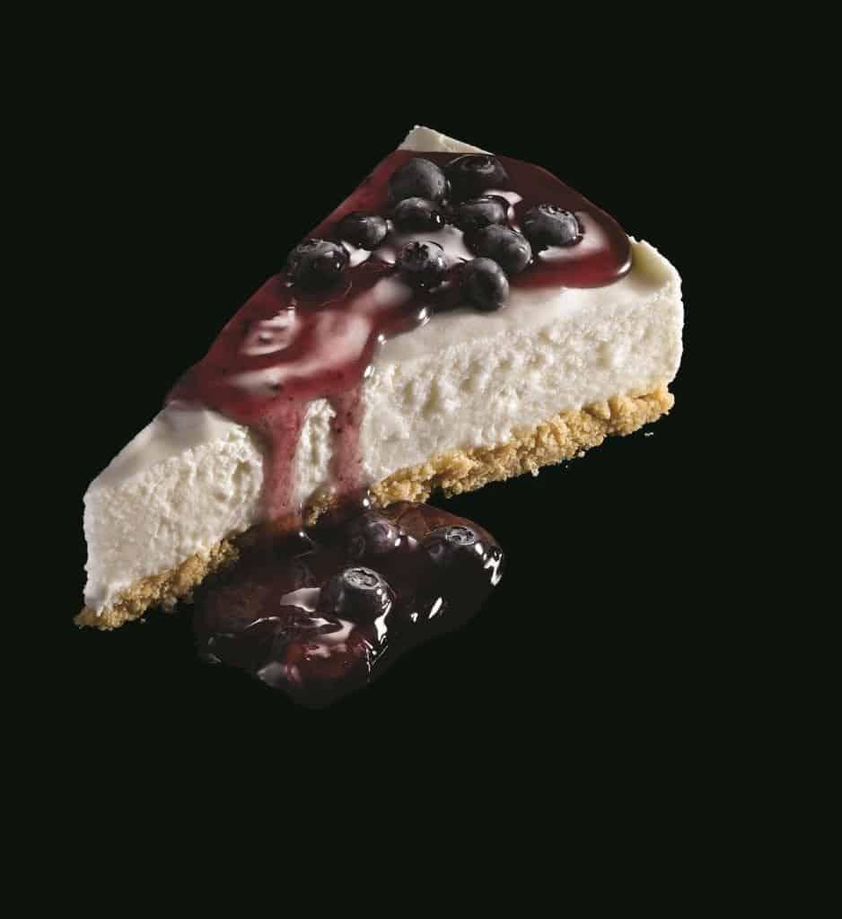 עוגת גבינה עם אוכמניות עדן קינוחים (צילום אריה ויסמין)