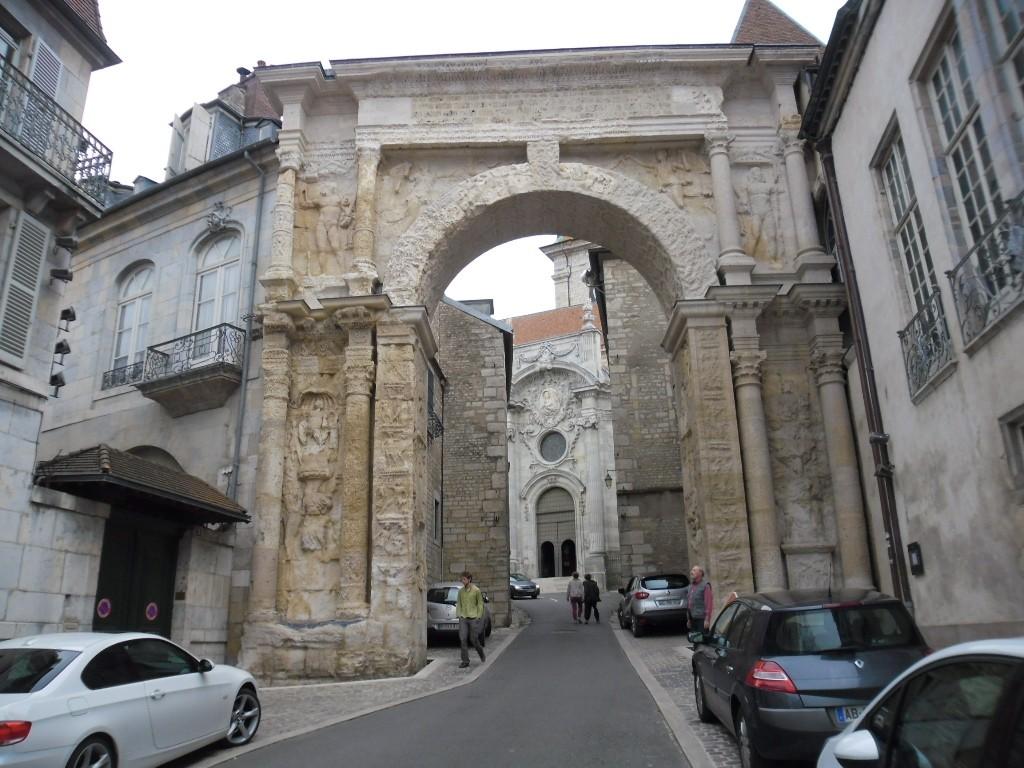 השער השחור בזאנסון (צילום דני בר)
