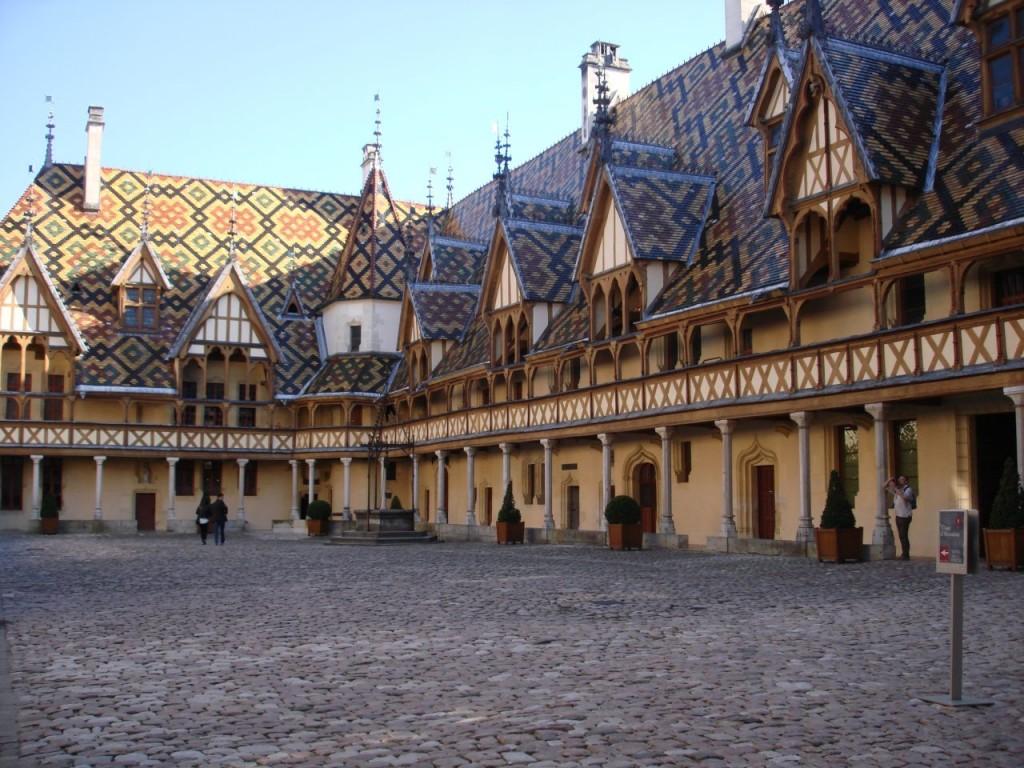 הוספיס דה בון Hospices de Beaune או Hôtel-Dieu (צילום אריאלה פלד)