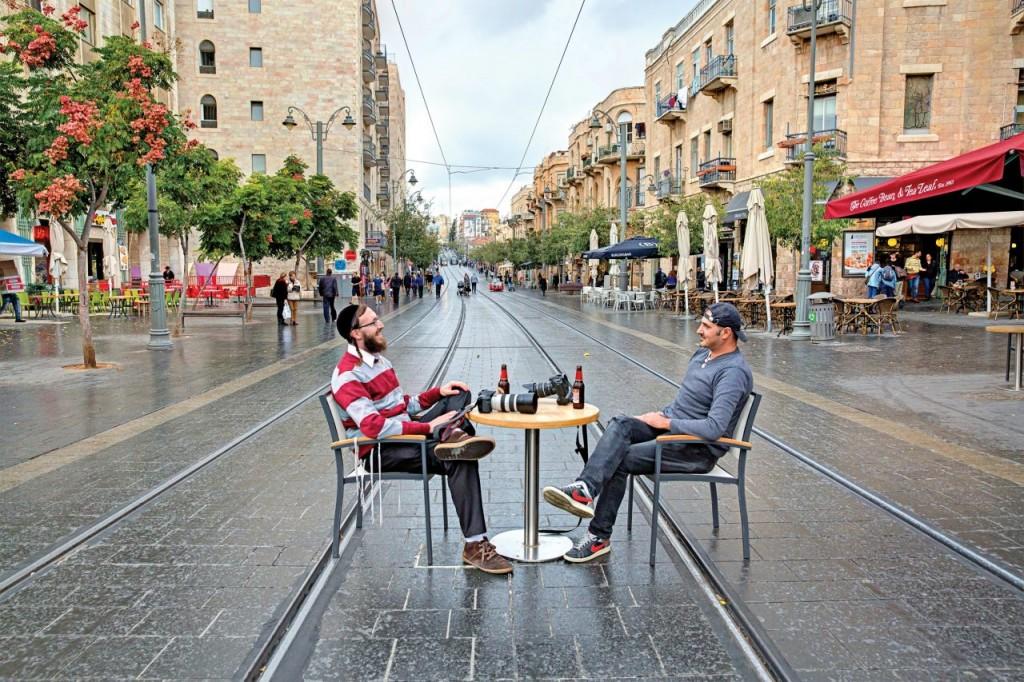 """תערוכת """"יורדים מהפסים"""" יס פלאנט ירושלים (צילום יח""""צ)"""