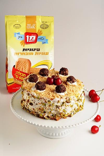 עוגת גבינה מקושטת עם עוגיות מן (צילום וסטיילינג: יולה זובריצקי)