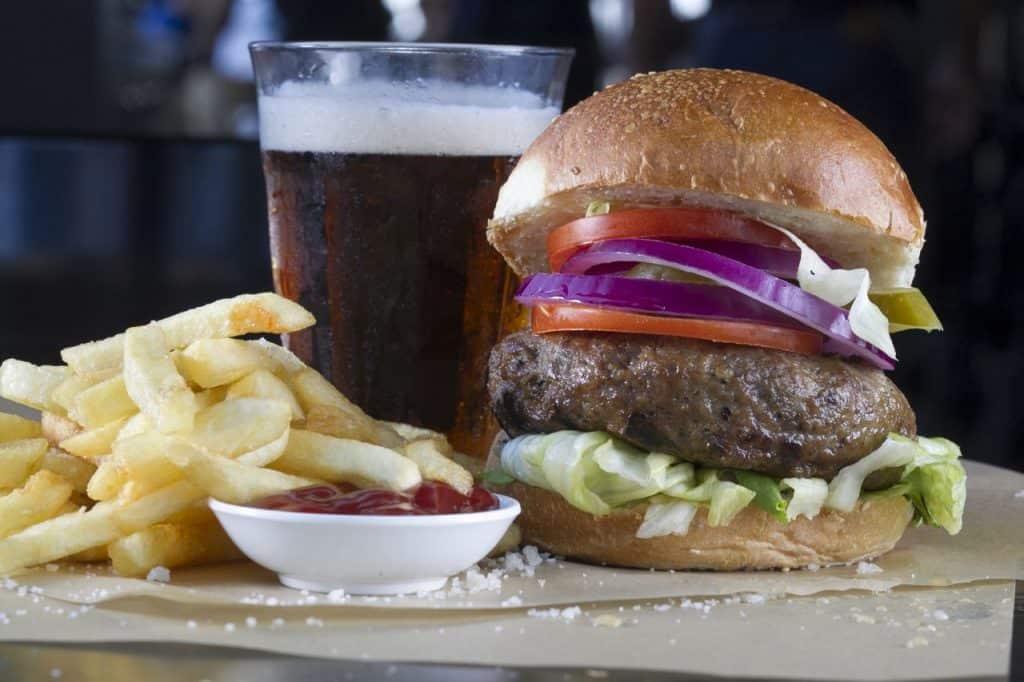 המבורגר בלה ביסטרו בר חולון (צילום: אנטולי מיכאלו)