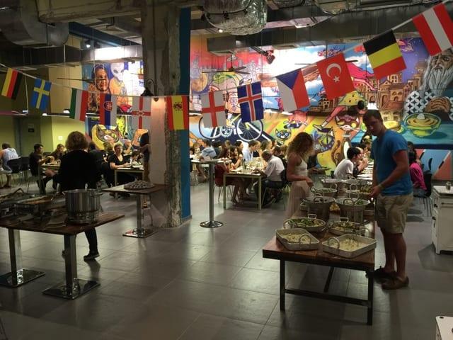 אברהם הוסטל תל אביב- ארוחת שבת (צילום דניאל אוסצקי)