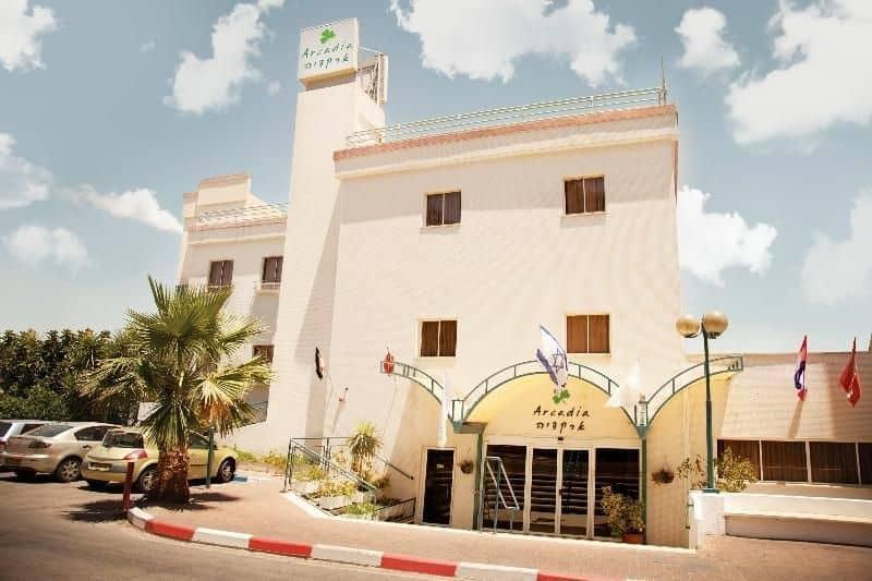 חזית מלון ארקדיה טבריה (צילום דניאל מתתיה)