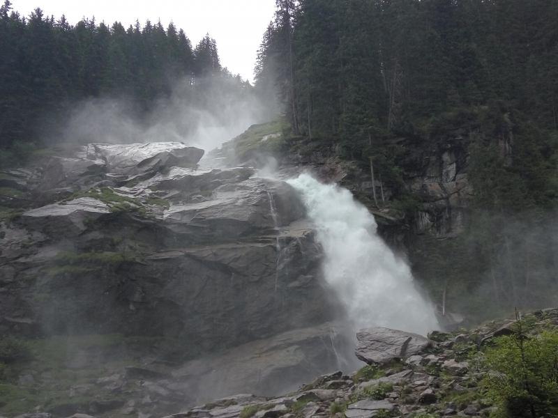 מפל קרימל - מבט מתחתית המפל (צילום דני בר)