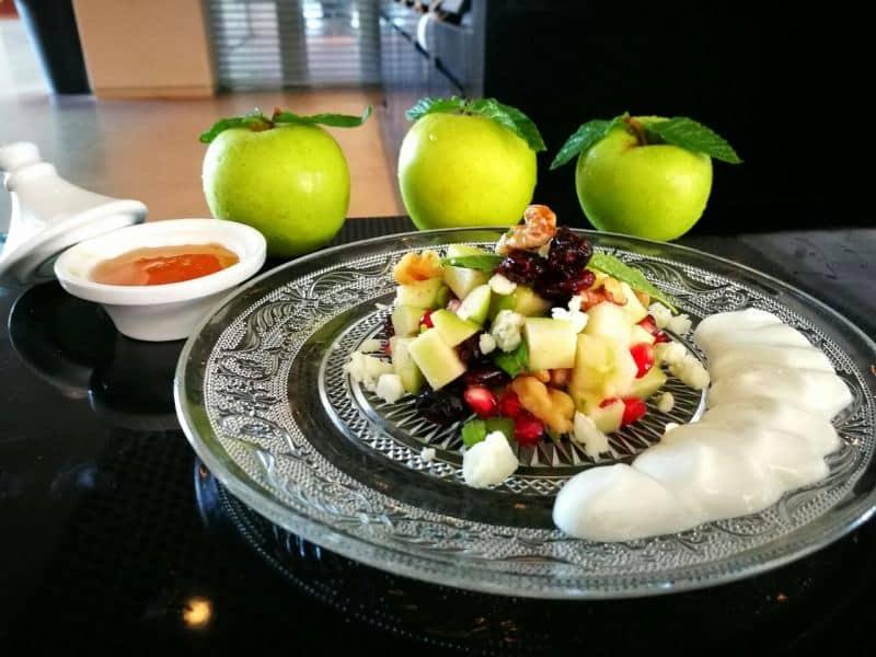 סלט תפוחים ורימונים (צילום גיא מישלי)