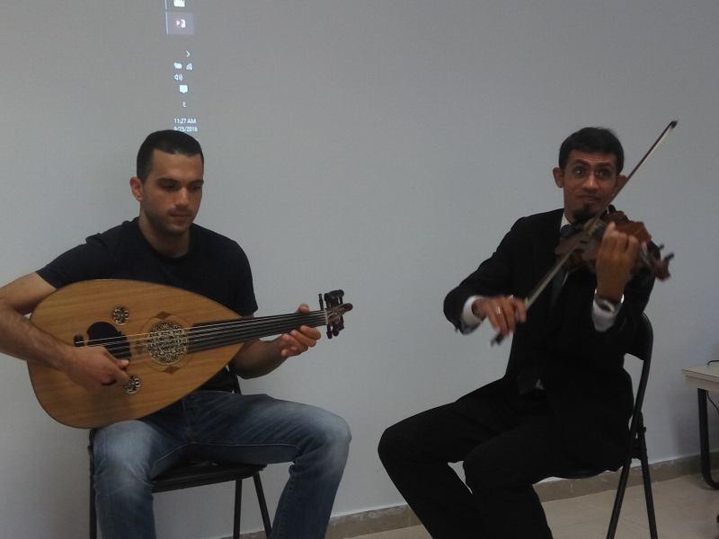 מוחמד חלף ועמית מורה במרכז המוסיקה ALKENDI (צילום דני בר)