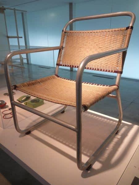 כסא כל כך מוכר - עיצוב באוהאוס. מוצב בתערוכת באוהאוס (צילום דני בר)