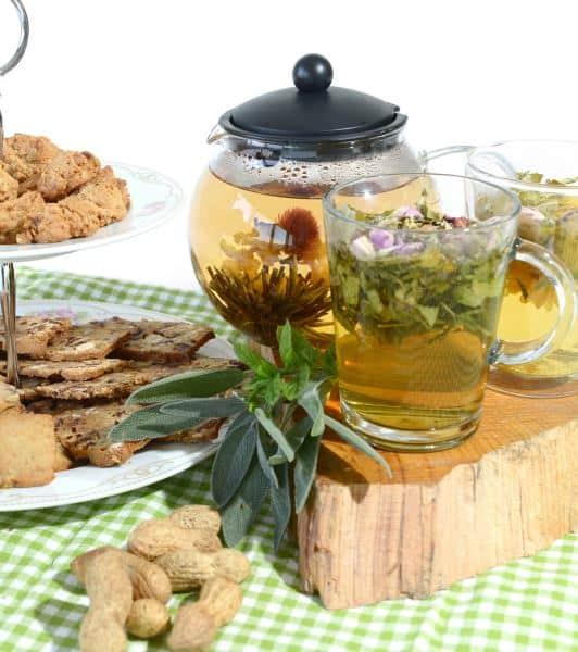 חליטת תה ירוק עם שילובי פירות מפתיעים (צילום אלוניס)