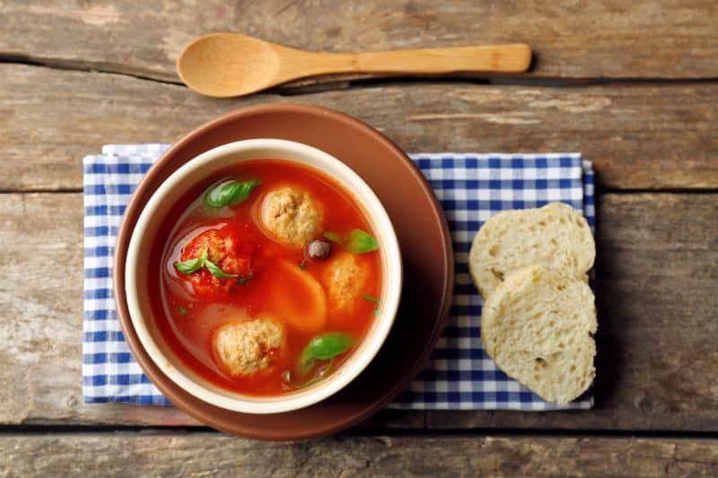 מרק עגבניות עם קובה טונה (צילום ניר עצמון)