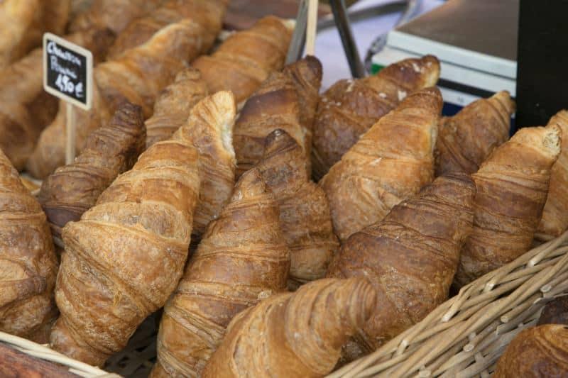 קרואסונים בפריז (צילום דן בר-דוב)