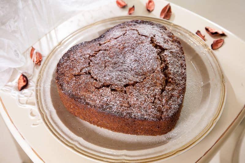 עוגת גזר עם סילאן ואגוזים (צילום מנחם גרייבסקי)