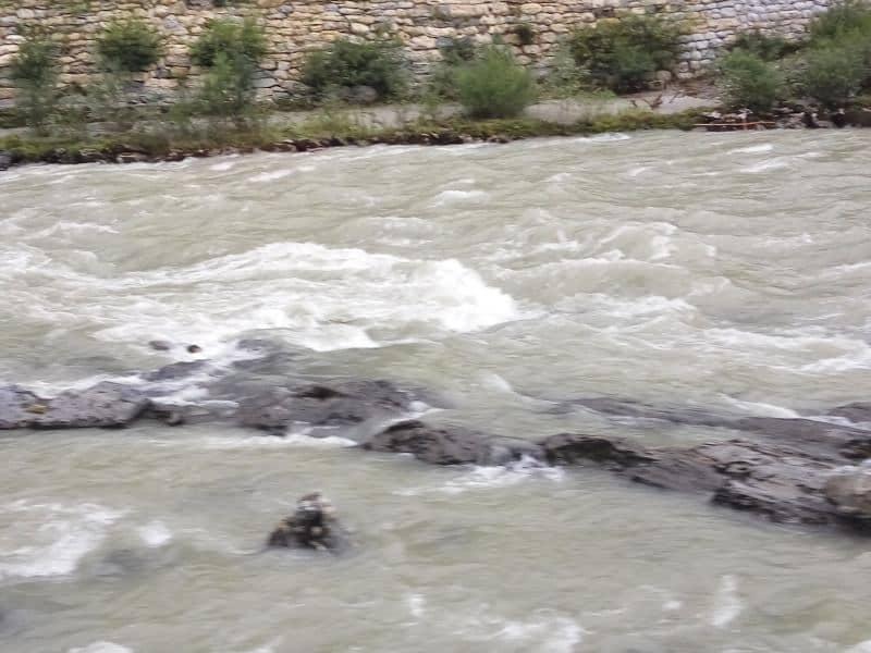 מים לבנים בנהר הזלצאך- מתאים לשיט רפטינג ועוד (צילום דני בר)